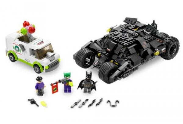 LEGO Batman 7888 The Tumbler: Joker´s Ice Cream Surprise builded